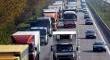Foto van druk vrachtverkeer op een snelweg